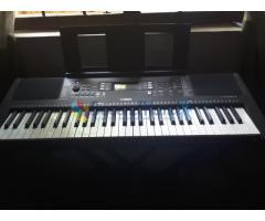 Yamaha PSRE363 digital keyboard