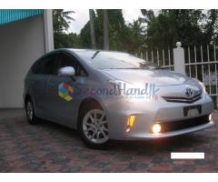 Toyota Prius Alpha S - 2012
